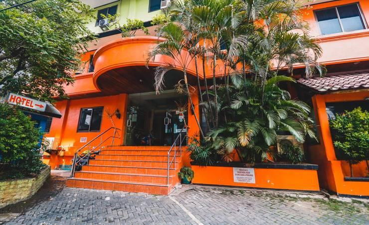 Margot Hotel Jakarta - Exterior