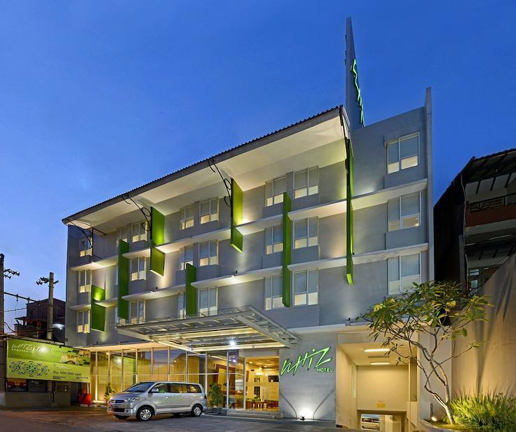 Whiz Hotel Malioboro Yogyakarta - Hotel Front - Evening/Night