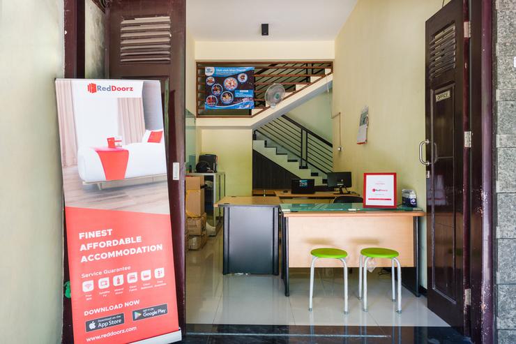 RedDoorz Syariah @ Ketintang Surabaya Surabaya - Photo