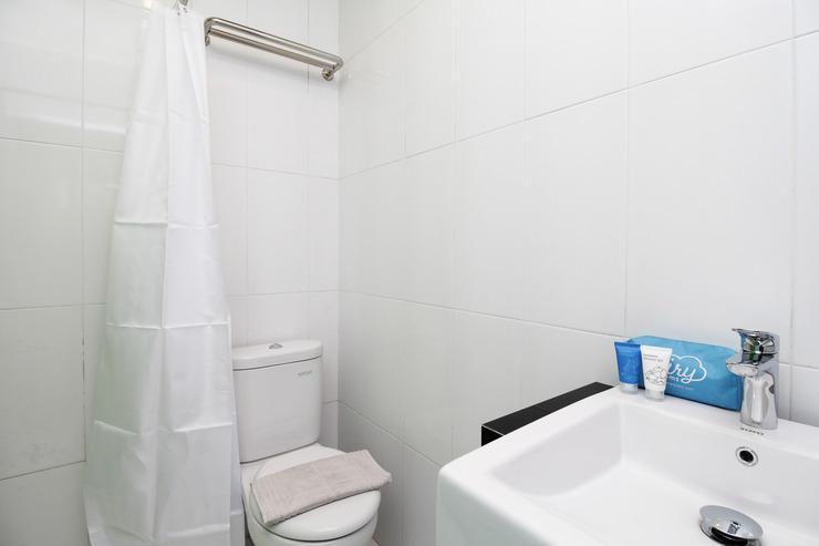 Airy Syariah Kejuron Mangga 4 Madiun - Studio bathroom