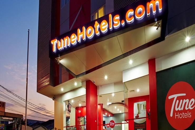 Red Planet Palembang - Tampilan Luar Hotel