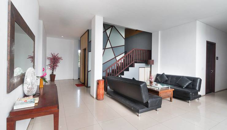 A Residence Bali - Reception Seating Area