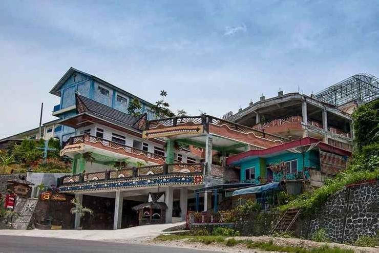 3 Berastagi Hotel Karo - Facade