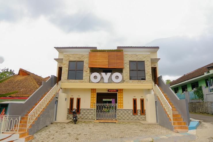 OYO 605 Queen Homestay Malang - Facade