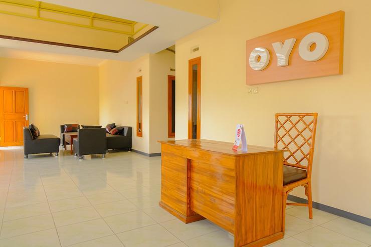 OYO 605 Queen Homestay Malang - Reception