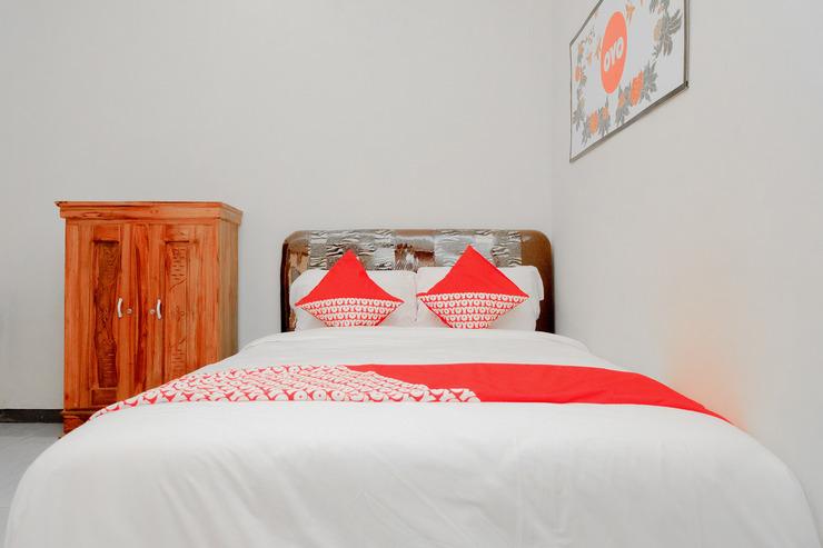 OYO 605 Queen Homestay Malang - standard bedroom