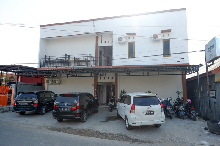 RedDoorz near Pasar Baru Mamuju Mamuju - Photo