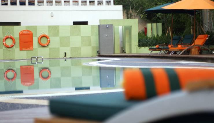 HARRIS Hotel Tebet Jakarta - Samping kolam renang