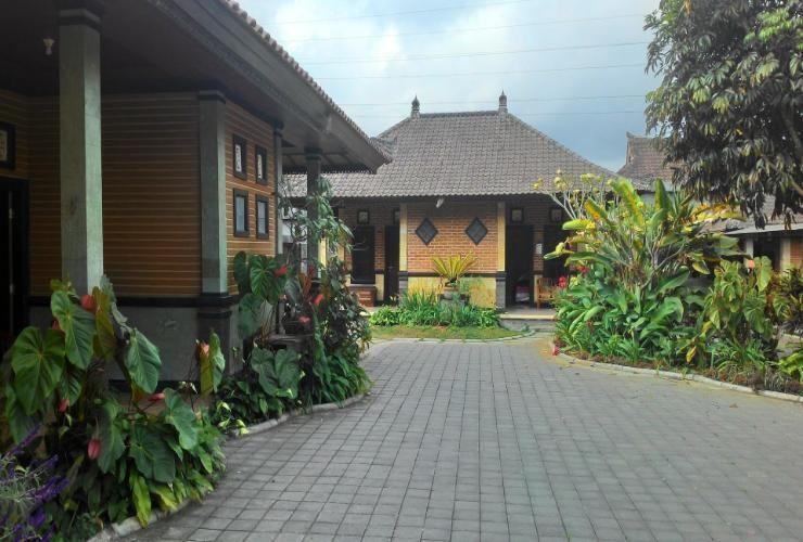 Pelangi Homestay Bali - exterior