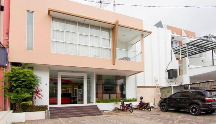 Hello Hotel Semarang Semarang - Facade