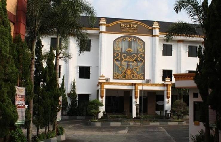 Iscalton Courteous Hotel Sukabumi - pandangan depan