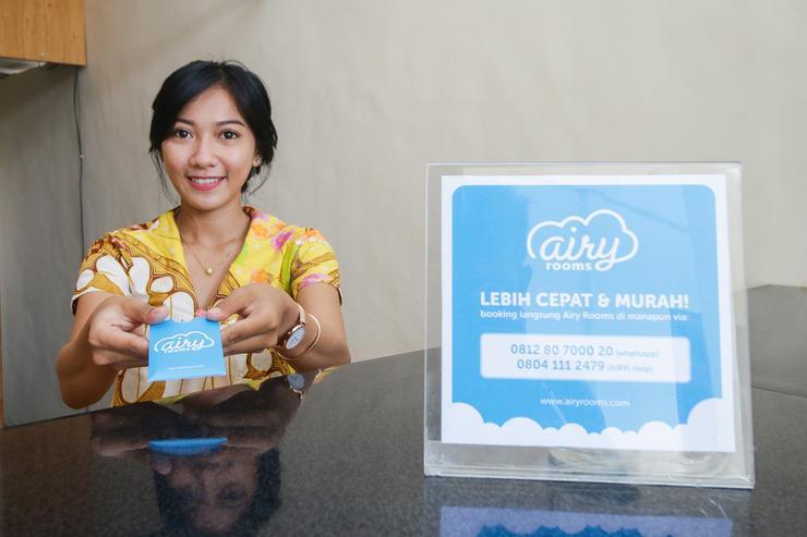 Airy Eco Mataram Cakranegara Anggada 18 Lombok - Receptionist