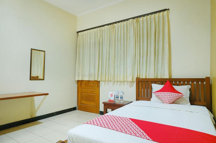 OYO 462 Nugraha Residence Yogyakarta - Bedroom