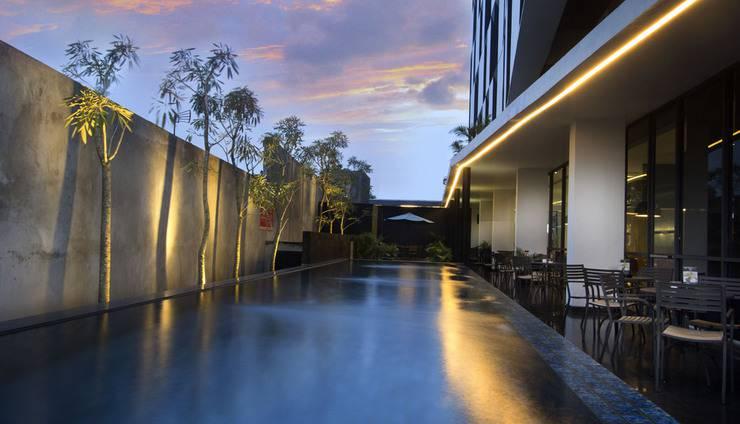 Hotel Neo Tendean Jakarta by ASTON Tendean Jakarta - Swimming Pool