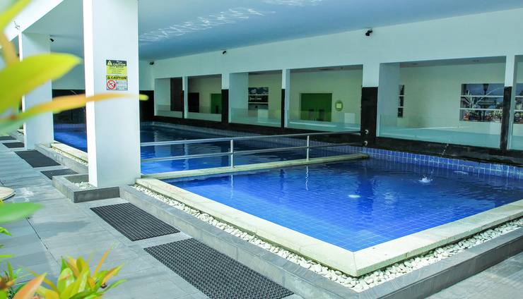 Zest Hotel Yogyakarta - Swimming pool