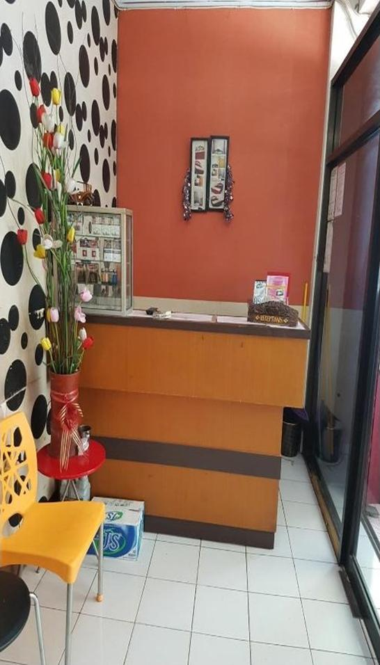 Affordable Room near Mall Ramayana at 3G Guest House Makassar - reception