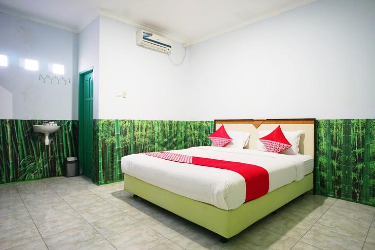 OYO 754 Nur Aziziah Guest House Balikpapan - Bedroom D/D