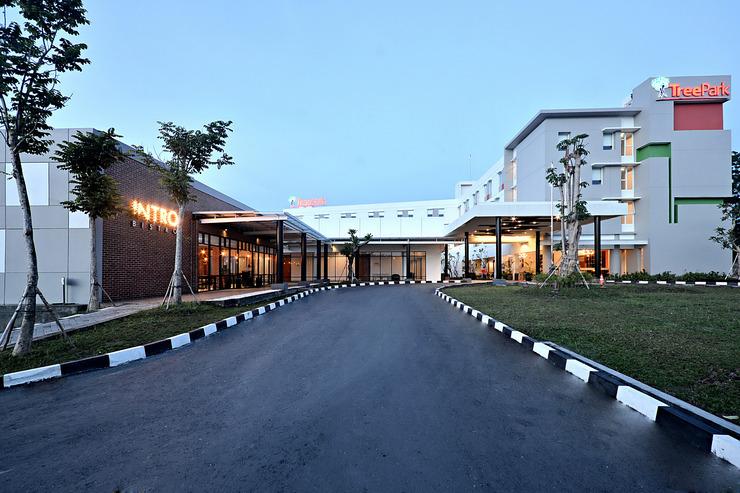 TreePark Hotel Banjarmasin - Hotel Depan-1