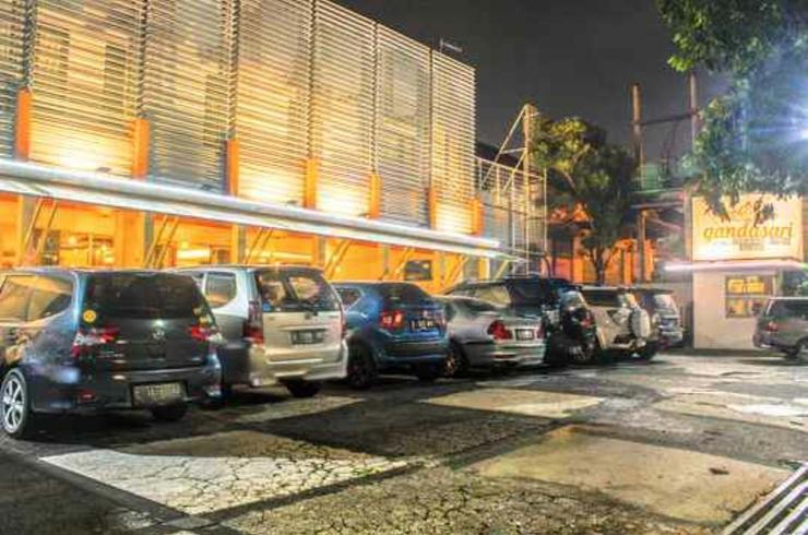 Gandasari Hotel Bandung - Parking Area