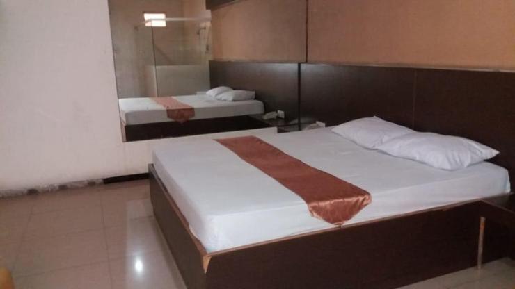 Pitstop Hotel Surabaya - bedroom