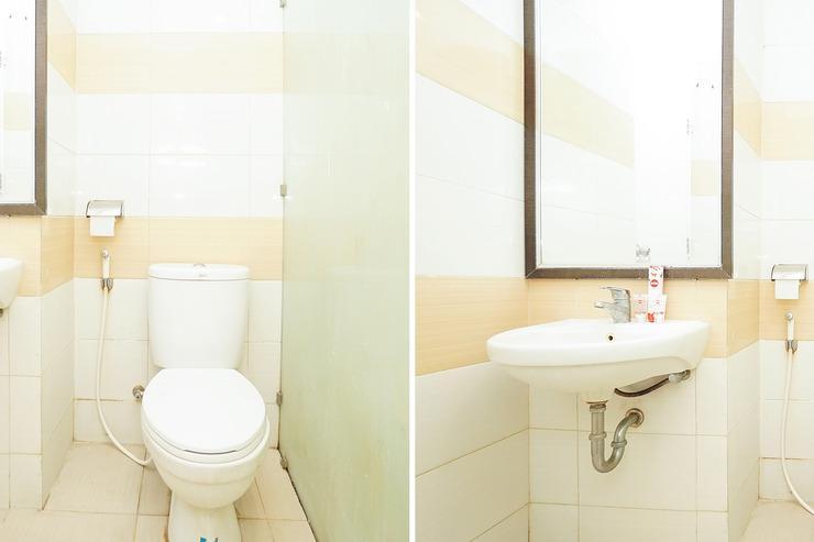 OYO 255 98 Residence Surabaya - Bathroom