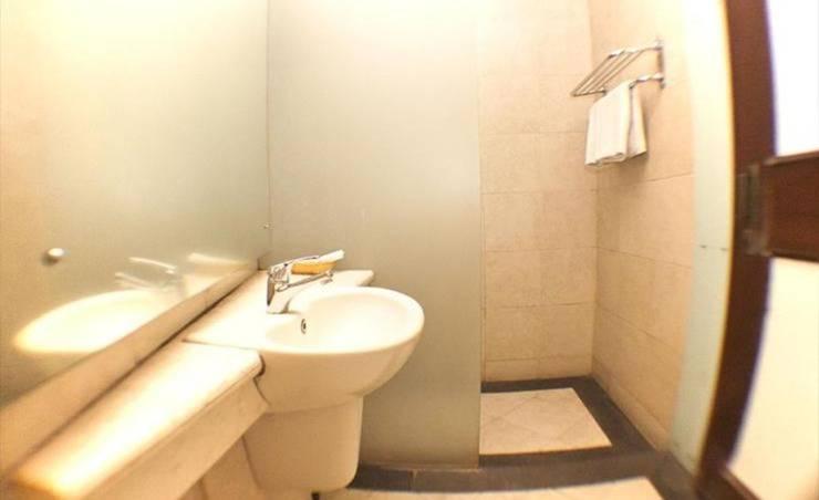 Hotel Utari Dago Bandung - Single Room Bathroom