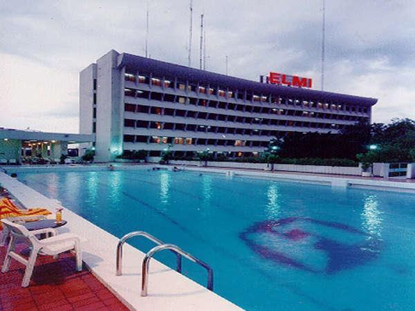 Elmi Hotel Surabaya - Swimming Pool