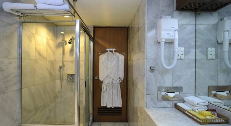 Elmi Hotel Surabaya - bathRooms1