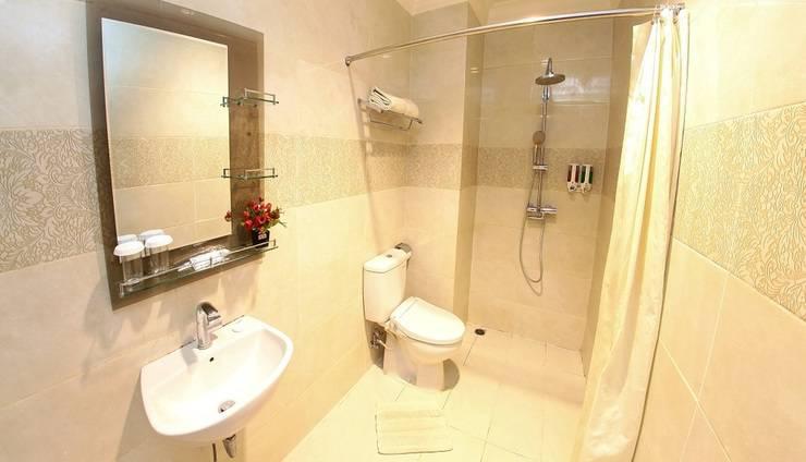 Hotel Sutomo Makassar - Bathroom