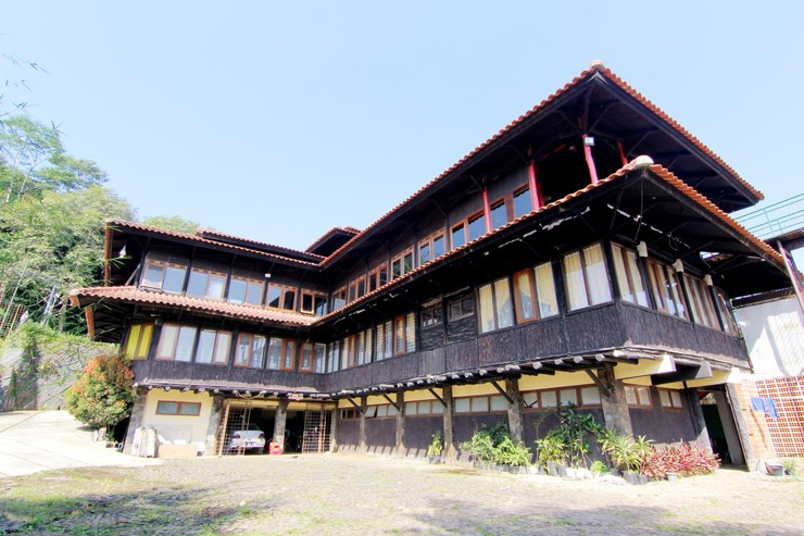 Rumah Kayu Cottage Syariah Bandung - Surrounding