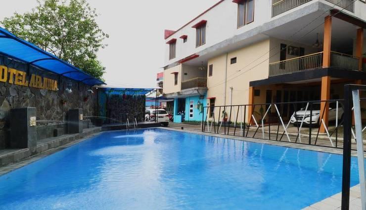 Hotel Arjuna Puncak - Pool 2