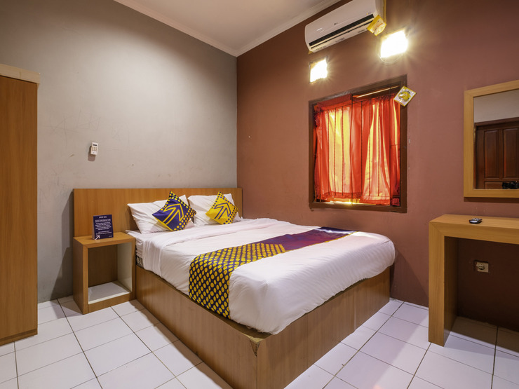 SPOT ON 2806 Wisma Syariah Karawang - Spot On Double Bedroom