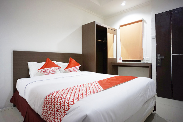 OYO 2886 Her Mandiri Guest House Balikpapan - Standard Double Bedroom