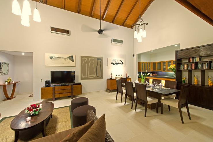 Villa Kinaree Estate Seminyak - Large Living Room Overlooking the Pool