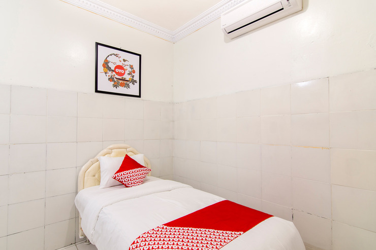 OYO 966 Dinda Guesthouse Yogyakarta - Guestroom