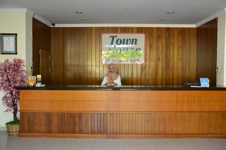 Town House Hotel Bukit Damai Indah Balikpapan - FO desk