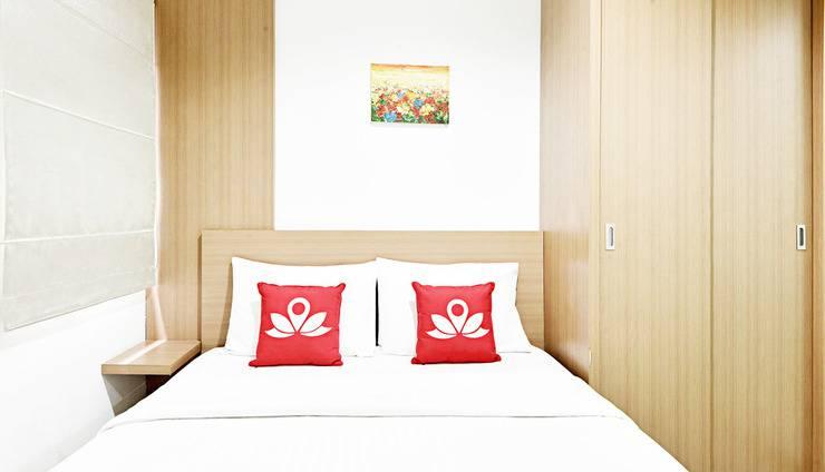 ZenRooms Near Bunderan HI Jakarta - Tampak tempat tidur double