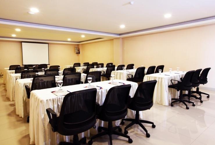 Igloo Hotel & Function Hall Bekasi - Meeting room