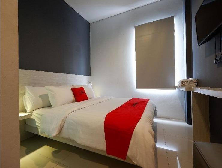 RedDoorz Plus near Ciputra Mall Simpang Lima Semarang - Guestroom