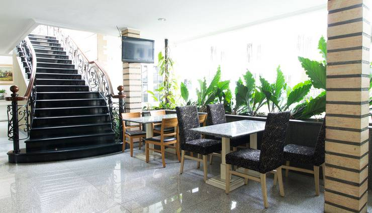 RedDoorz Plus @Istana Plaza Bandung - Interior
