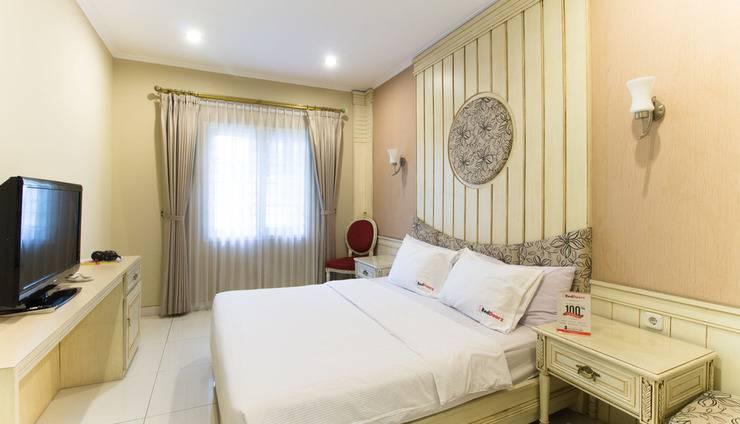 RedDoorz Plus @Istana Plaza Bandung - Kamar tamu