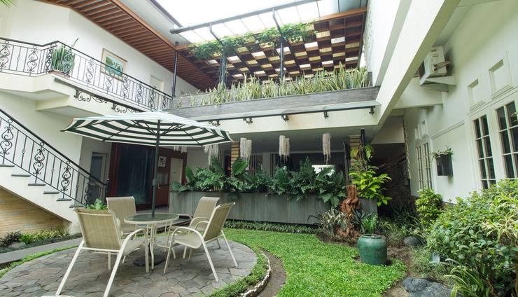 RedDoorz Plus @Istana Plaza Bandung - Eksterior