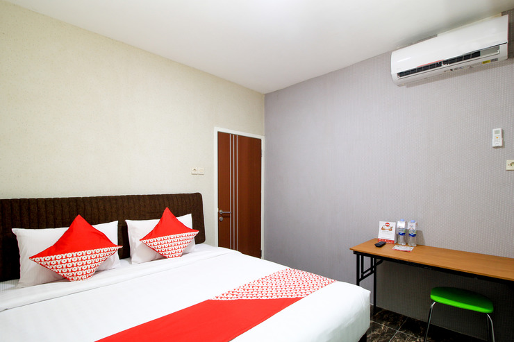 OYO 217 A1 Hotel Near RSU National Hospital Kota Surabaya Surabaya - Standard Double