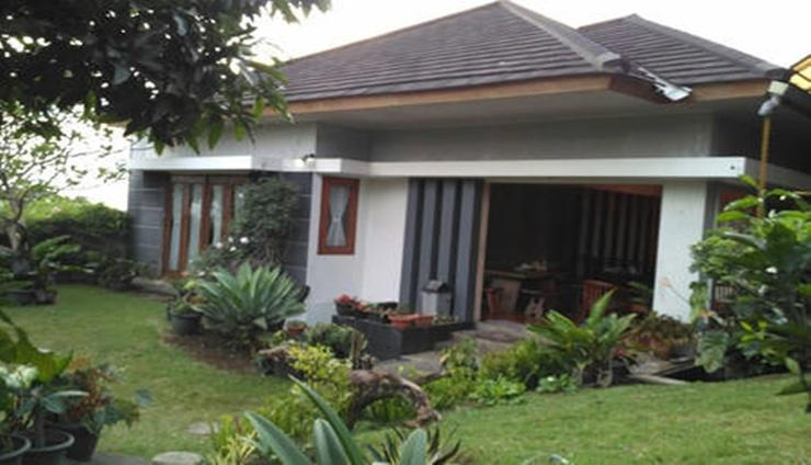 Villa Variz 1 Bandung - Facade