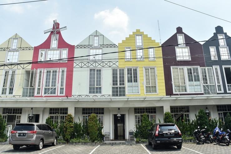 RedDoorz Plus near Ciliwung Food Street Malang Malang - Bangunan Properti