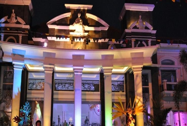 Adhiwangsa Hotel Solo - Tampilan Luar Hotel