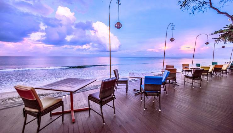 Holiday Resort Lombok - Beach Deck