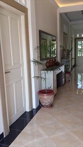Nadika Guest House Semarang - Interior