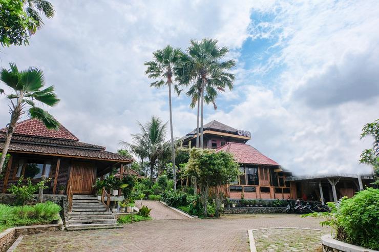 OYO 774 Villa 007 Sengkaling Malang - Facade