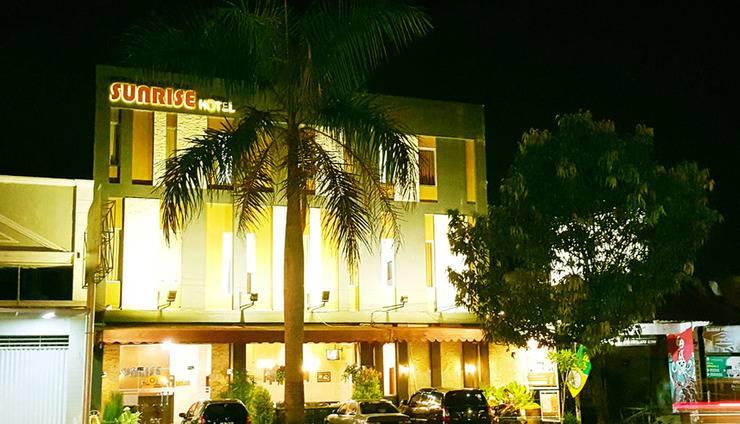 Sunrise Hotel Yogyakarta Yogyakarta - Sasana depan malam hari